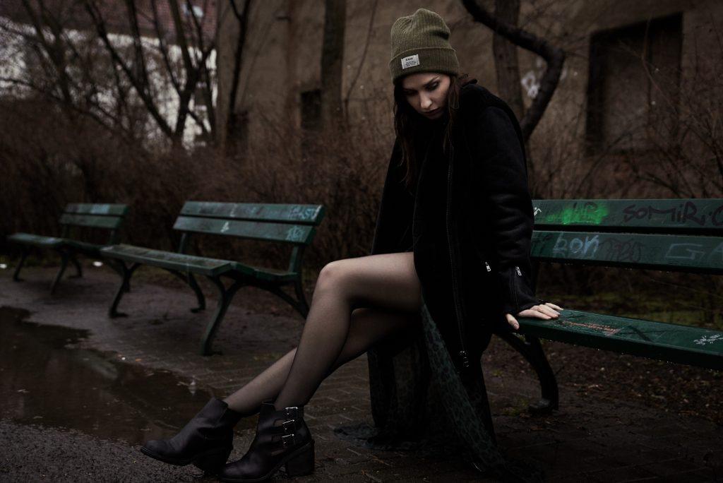 streetstyle-dark-green-beanie-boots